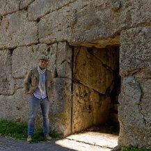 Porta dei 3 Falli 'penetrata' dal Sole di Mezzogiorno dell'Equinozio